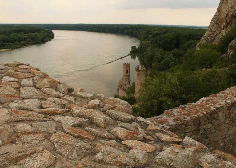 Dévény vára és a Duna (Felvidék)