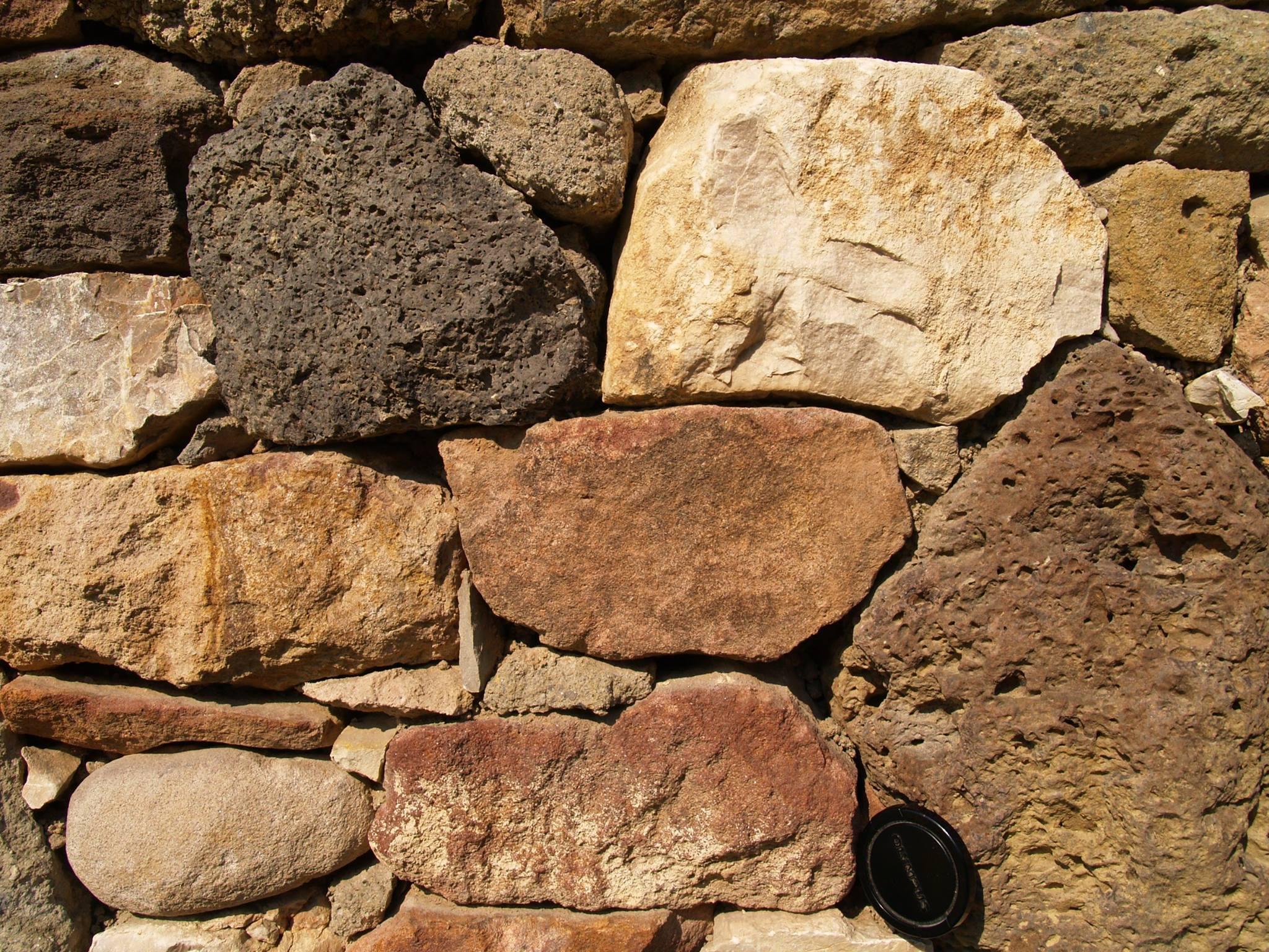 Szentbékkálla, száraz kőfal