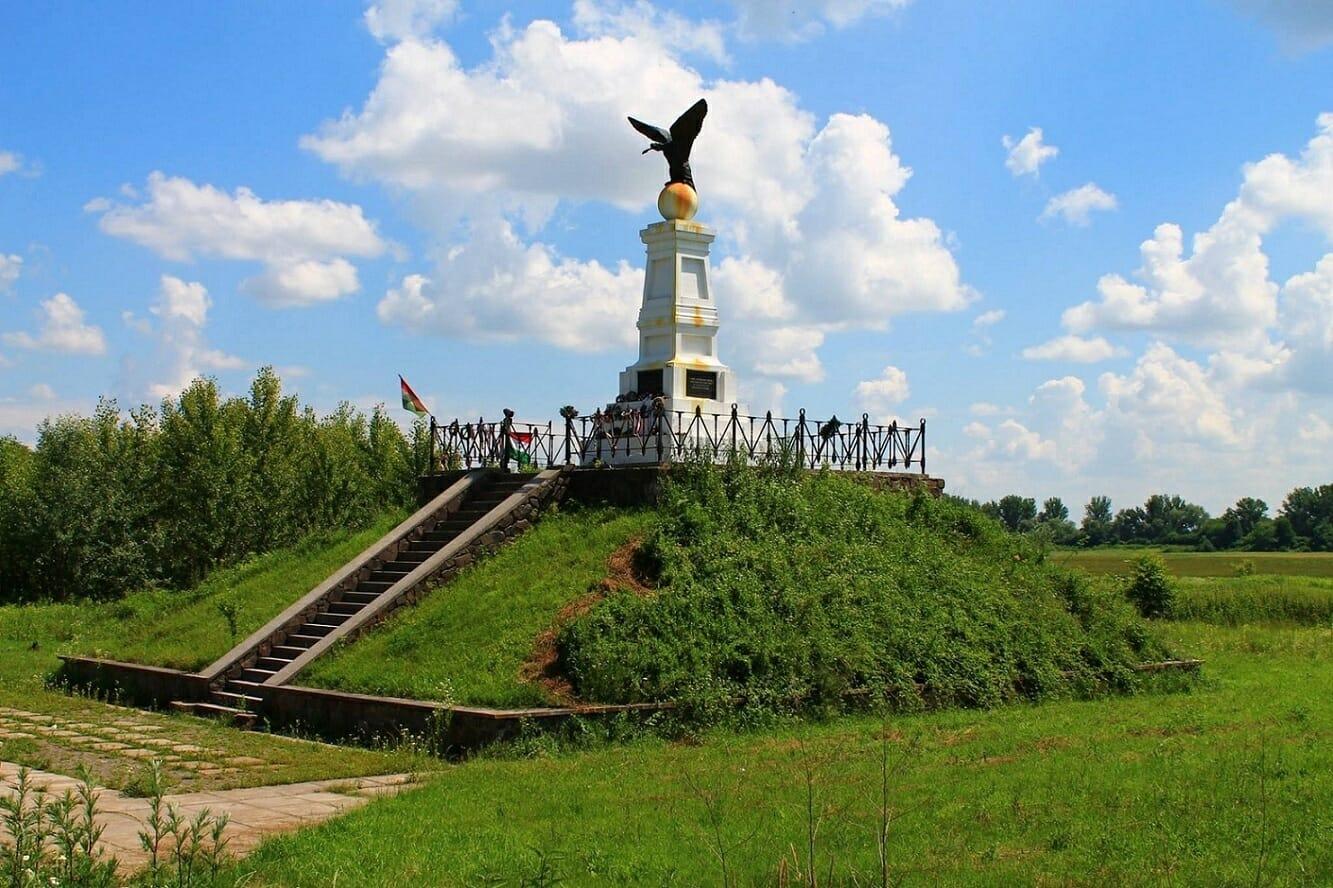 Tiszaújlak, Turul-emlékmű (Kárpátalja)