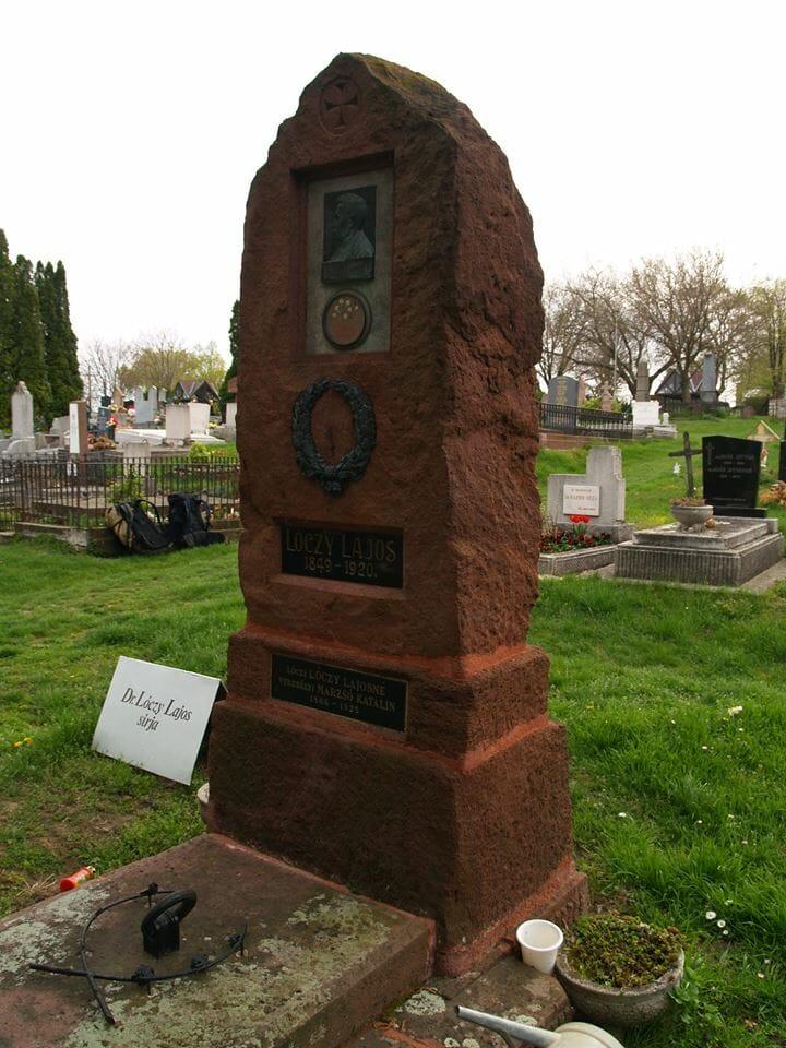 Lóczy Lajos permi vörös homokkő síremléke