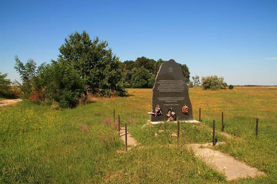 Lenintanya, emlékmű