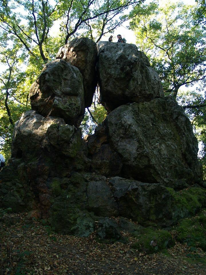 Nadap, Likas-kő