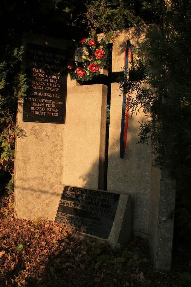 Mezőbikács, emlékmű (Erdély)