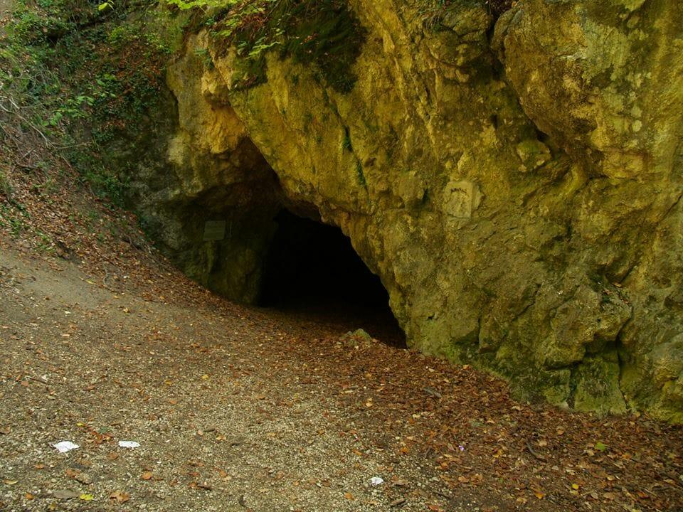 A Bakony féltve őrzött kincse, az Odvas-kő-barlang