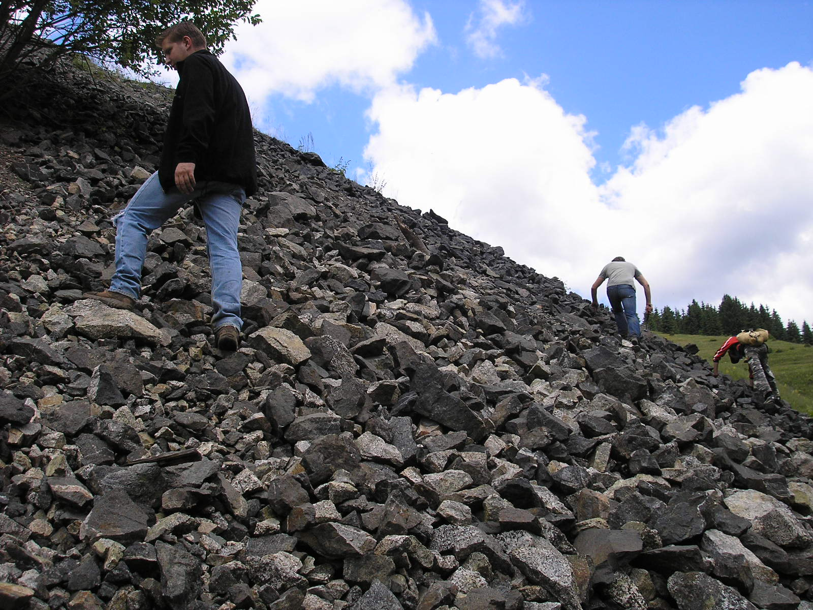 Különleges kőzetek a Keleti-Kárpátok bércei között