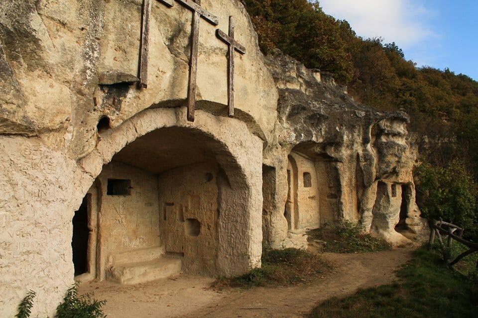 Szentkút, Remete-barlangok
