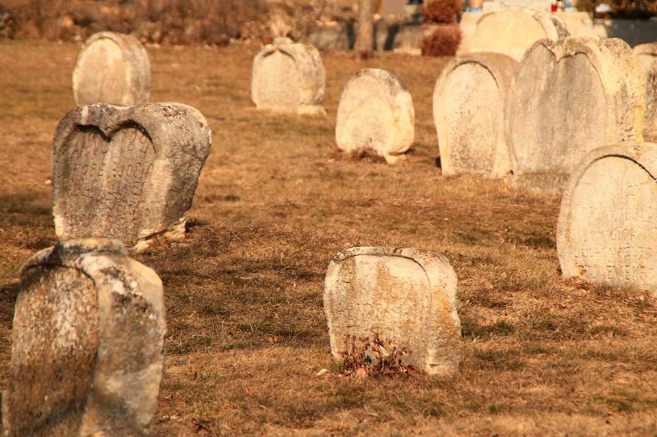 Szív alakú sírkövek Balatonudvariban