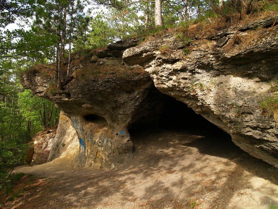 A gyenesdiási Vadlány-lik, hazánk egyetlen abráziós barlangja