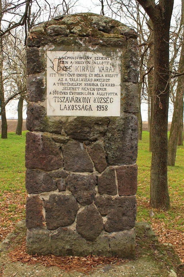 A kard és a korona jelenet Tiszavárkony mellett