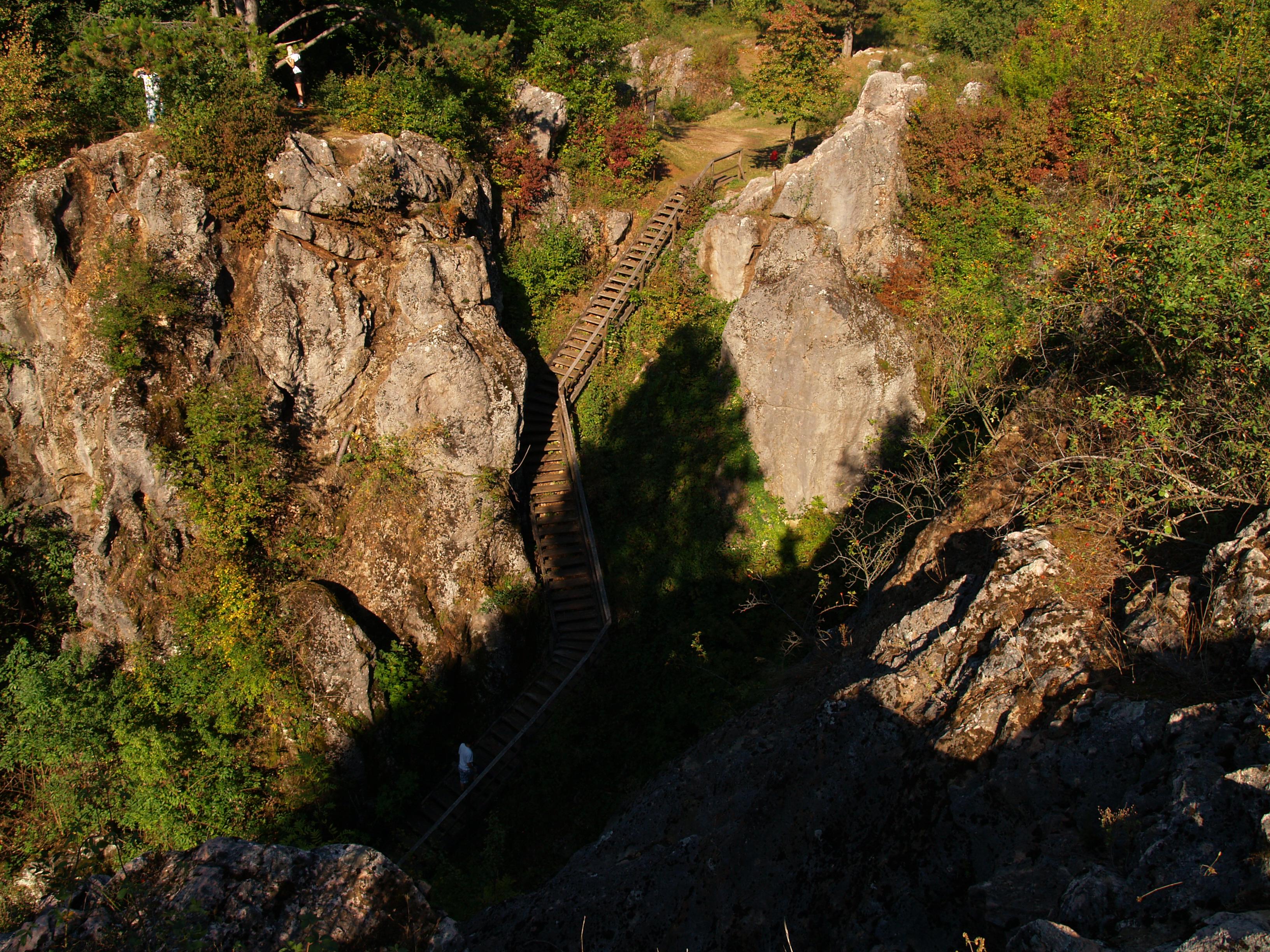 Úrkút, Csárda-hegy