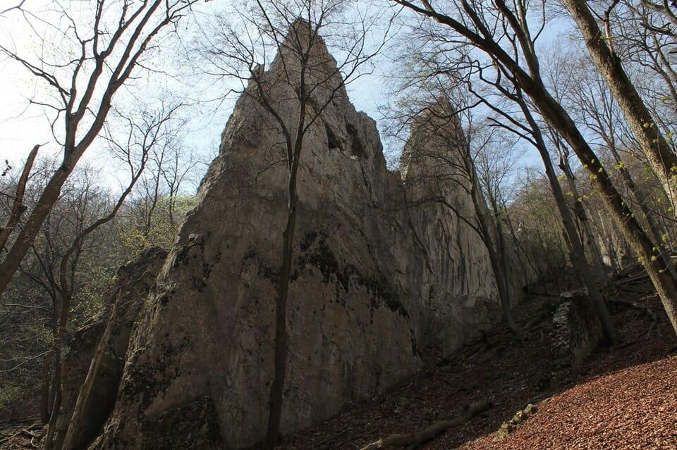 """Az Ablakos-kő, mint a bükki """"ördögbordák"""" tipikus példája"""