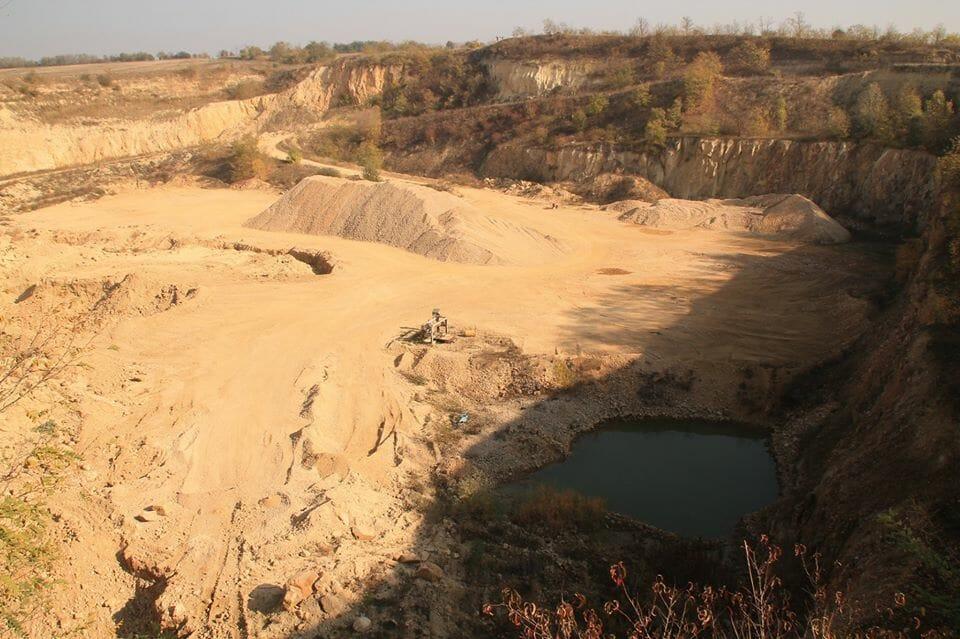 Sárbogárd, riolittufa-bánya