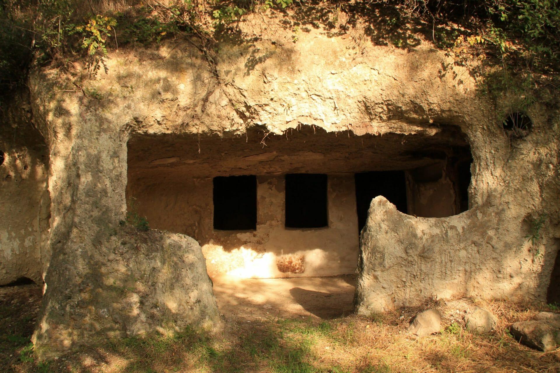 A tibolddaróci barlanglakások
