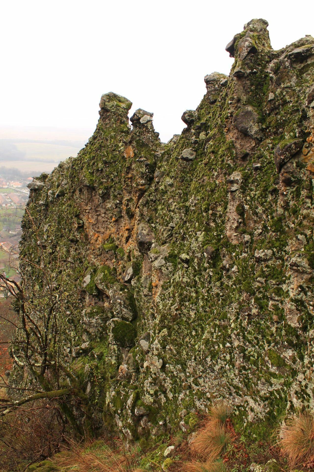 Bizarr sziklatornyok Dézna felett